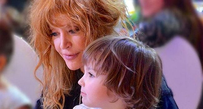 «До слез!» Звезды российского шоу-бизнеса не сдерживают эмоций от трогательного поздравления, которое подарили Пугачевой ее дети и муж