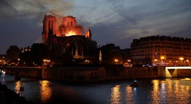 Еврокомиссия готова оказать Франции помощь из-за пожара в Нотр-Даме