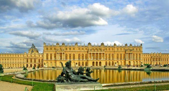 ЧП во Франции: горит Версаль