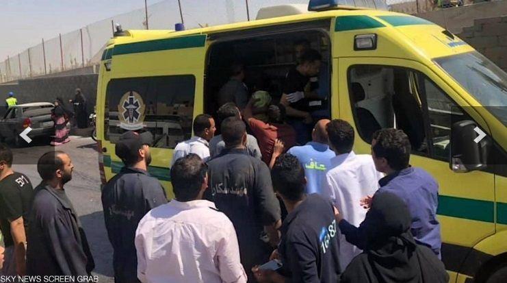 ЧП случилось рядом с пирамидами в Гизе: в Египте подорвали автобус с туристами, фото с места происшествия