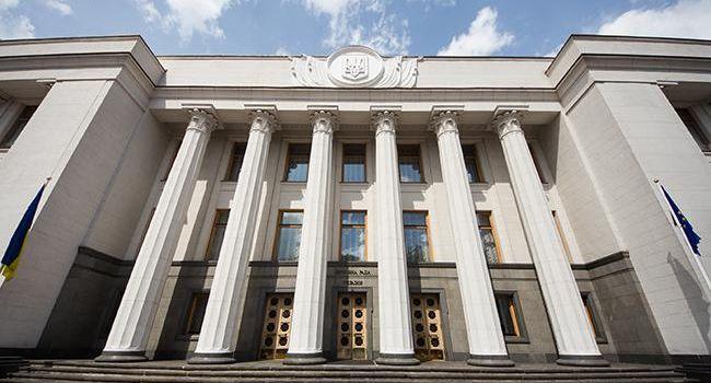 В парламент нового созыва проходят 6 политических сил - опрос