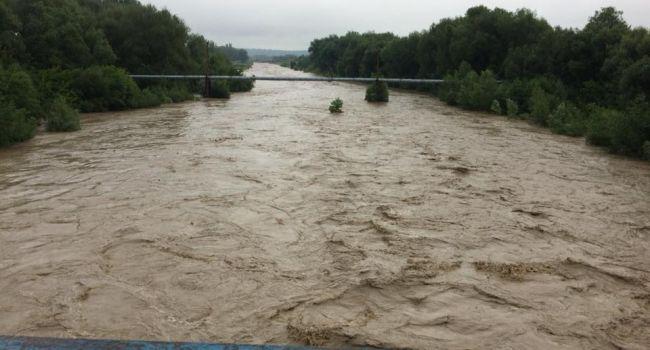 ГСЧС: В Ивано-Франковской области продолжают ликвидировать последствия наводнения
