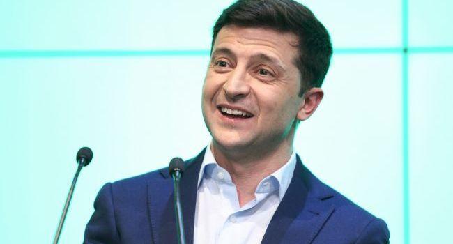Журналист: вскоре за спиной Зеленского можем увидеть маститых политиков