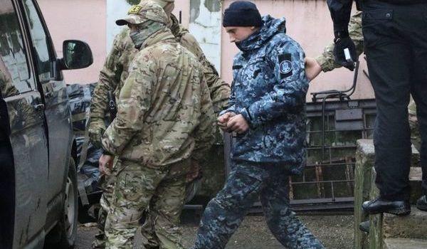 Военнопленные украинские моряки останутся в СИЗО – решение суда