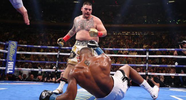 Пока все следили за баталиями в Лиге Чемпионов в мире бокса произошла настоящая сенсация
