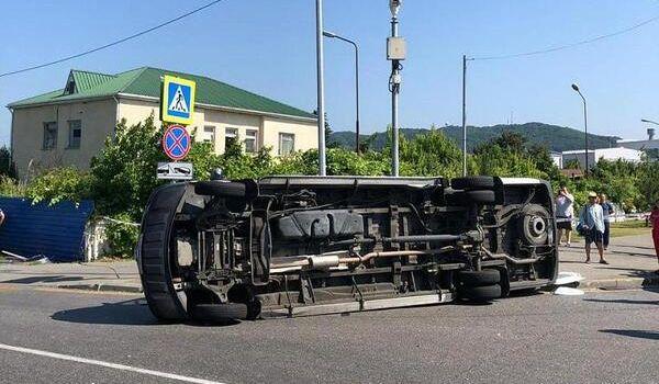 В Сочи произошло страшное ДТП с автобусом туристов в сети опубликовали