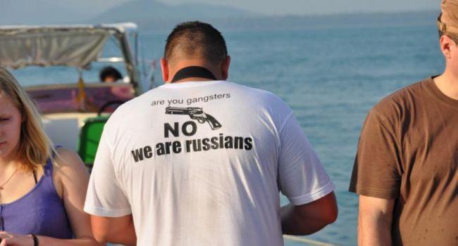 Эксперты рассказали, почему российских туристов очень не любят за границей