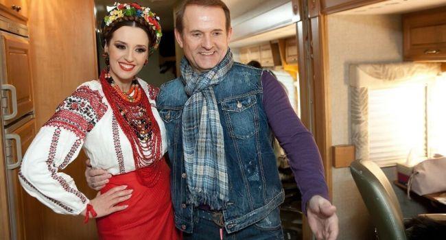 «Скоро будет знаковое мероприятие»: Оксана Марченко заинтриговала поклонников новым фото, позируя с красивым мужчиной