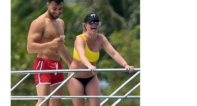 «Сделали меня толстой»: Бритни Спирс обрушилась с критикой на папарацци