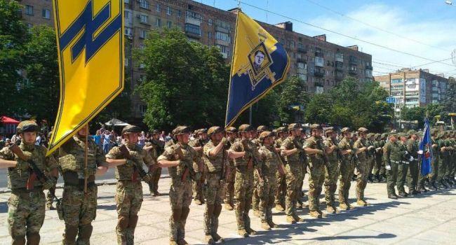Парад в Мариуполе прошел без Зеленского, хотя президент обещал приехать