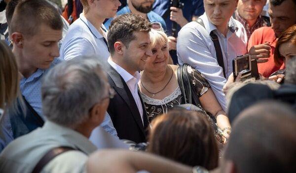 «Честно вам скажу, мне все равно»: Зеленский на Донбассе выразил свое отношение к украинскому языку