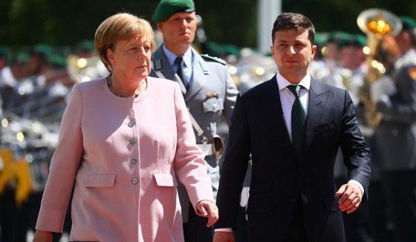 На встрече с Зеленским у Меркель произошел судорожный припадок: в сети показали видео