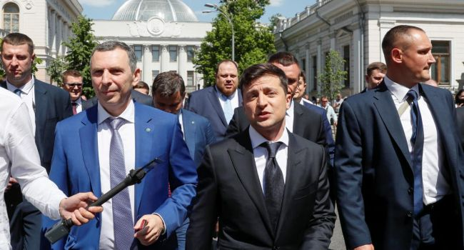 Зеленский обсудил сАхметовым инвестиции в государство Украину