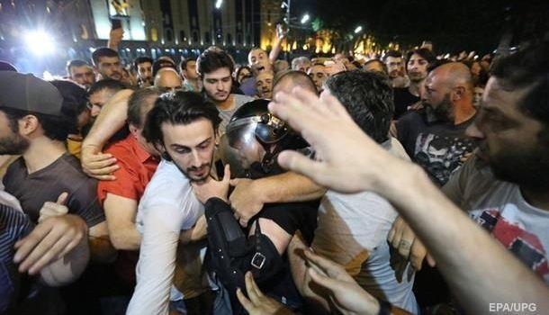 Песков о протестах в Грузии: «Это русофобская провокация»
