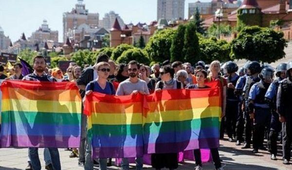 «Обозвали п**ором»: ЛГБТ-военные приняли участие в Марше равенства
