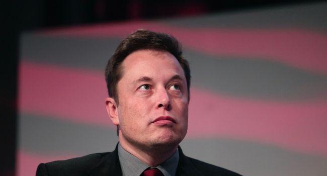 Илон Маск потерял сразу три спутника