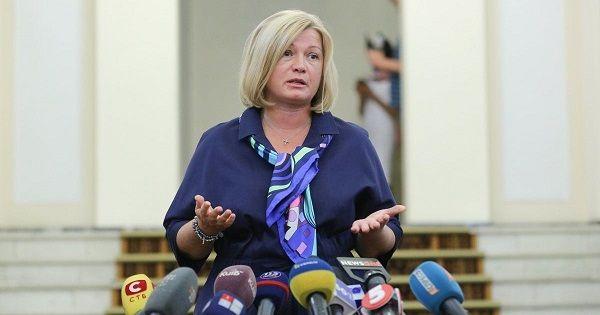 Ирина Геращенко назвала «политическим шпагатом» решение Зеленского не проводить парад