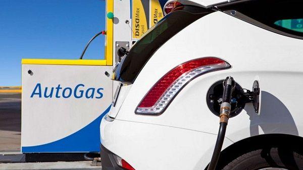 Автогаз в Украине рекордно дешевеет: за литр просят уже 8,95 грн.
