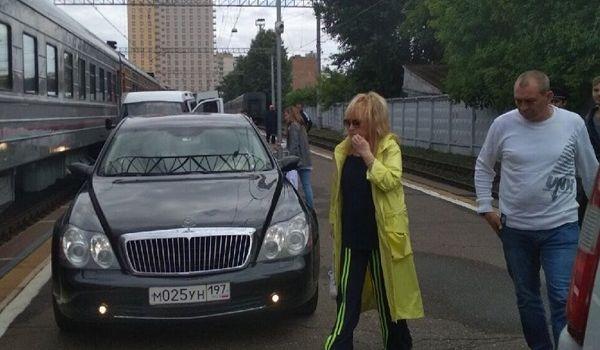 «За деньги все можно?»: в сети разнесли Аллу Пугачеву за ее пафосный поступок