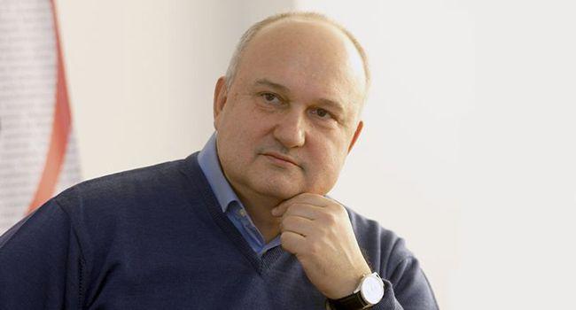 Бобиренко: Смешко оттягивает голоса у Юли и Гриценко, потому что сильный