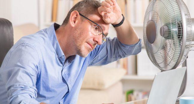 Медик рассказала, как спасаться в офисах от жары
