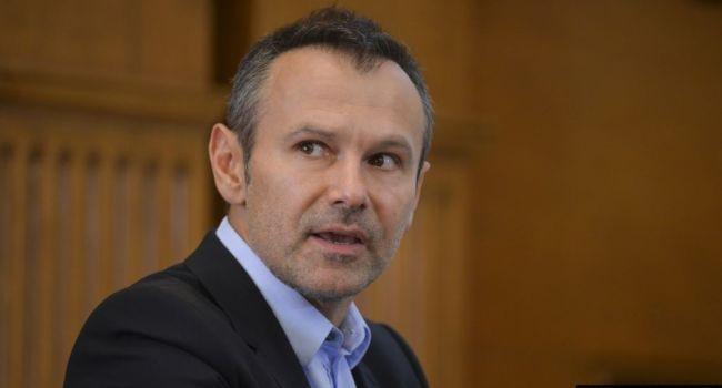 Вакарчук назвал виновных в том, что Медведчук сегодня заправляет судами