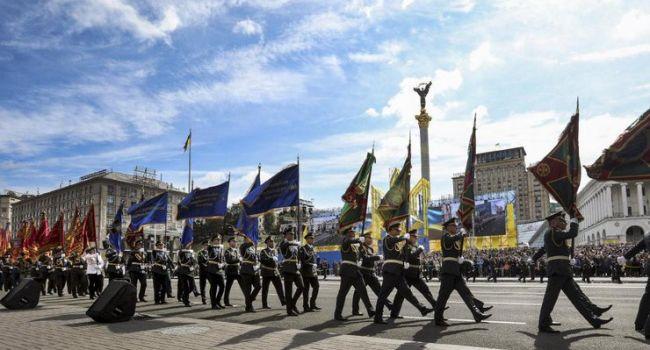 Арестович об отмене парада: армия – это не про деньги. Армия – это про честь