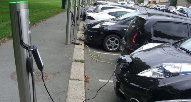 Власти Норвегии хотят отменить часть субсидий, выделяемых государством покупателям электрокаров - причины