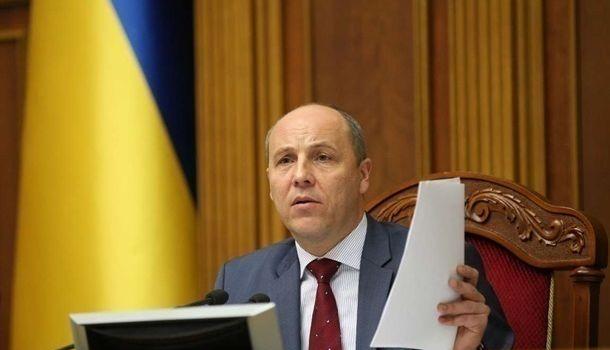 Зеленский хочет люстрировать людей, которые на протяжении 5 лет защищали Украину, в то время как он сам смешил Путина — Парубий