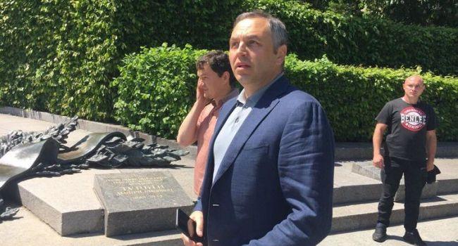 Политолог: выходит, что Портнов разработал законопроект, а Зеленский пообещал внести его в парламент