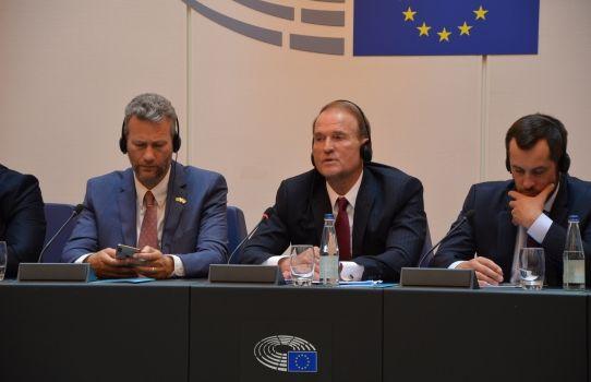 Медведчук представил в Страсбурге свой мирный план по Донбассу, и назвал Крым территорией Украины