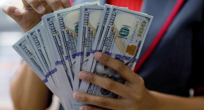 К чему приведет падение курса доллара и как это затронет Украину