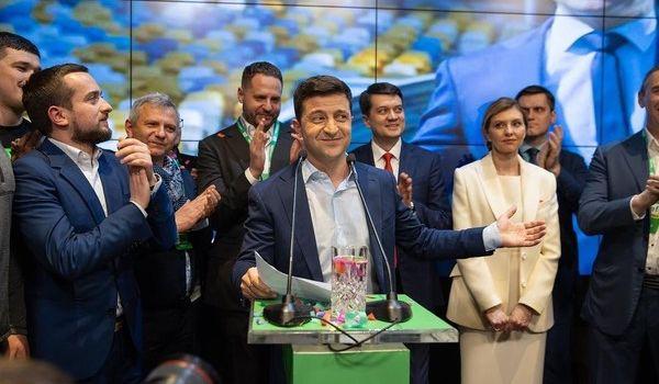 Украина еще с Нового года живет по сценарию, придуманному командой Зеленского - политолог