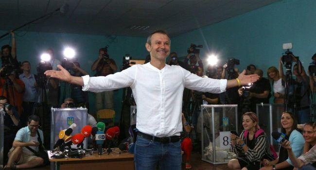 «Люди будут писать законы, а Вакарчук – петь»: Журналист прокомментировал «божье послание» музыканту