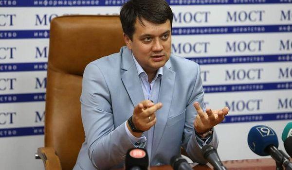 Лидер «Слуги народа» выступил с громким заявлением об официальном статусе русского языка на Донбассе