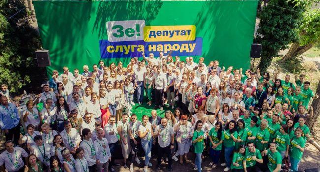 Мартыненко: 80% избранных – это те, которых забросило во власть с помощью символа президента