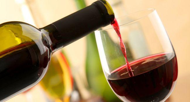 Пейте вино: ученые рассказали о необычных свойствах напитка