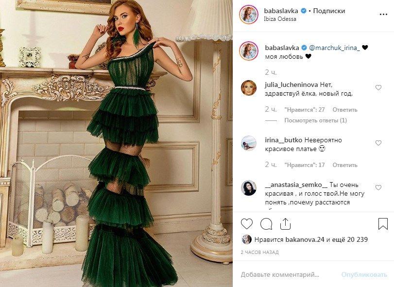 «Здравствуй ёлка, новый год»: Слава Каминская из «НеАнгелов» удивилась сеть необычным нарядом, позируя без белья