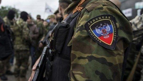 Понаехавшие боевики «ДНР» бежали в панике из Донецка: местная молодежь «отметелила» наемников и разбила их транспорт