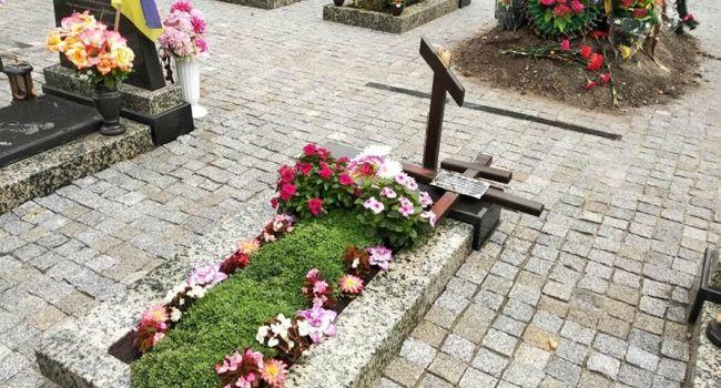 В Сумах неизвестные поиздевались над могилами на Мемориале героев АТО