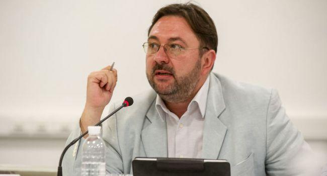 Спецзакон о СМИ в Украине: у Зеленского рассказали, что сократят все, кроме 4 вещателей