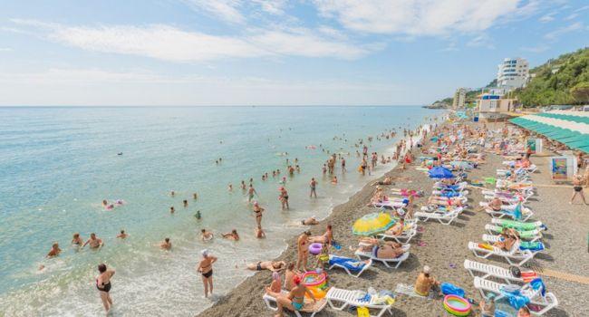 «Мы из западной Украины, не были здесь 13 лет»: Британский журналист показал «пустые» пляжи Крыма