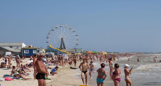 «Нечистоты сливают не только в море, но и в песок»: жительница Кирилловки пожаловалась на вопиющую ситуацию на курорте