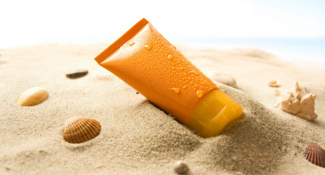 Смертельно опасны: медики шокировали заявлением о солнцезащитных средствах