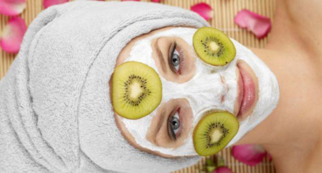 Никакого эффекта и даже вред: доктор рассказала об овощных и фруктовых масках