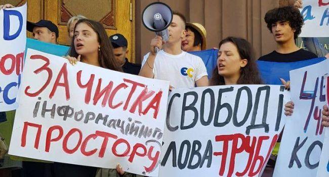 Журналист о митинге детей Порошенко: «Видно, не понимают, за счет каких кровавых денег живут»