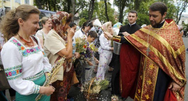 Медовый Спас: священник рассказал, почему праздник Маковея – это не про мед и мак