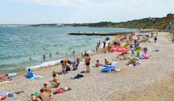 «На военной базе жить становится все веселее»: оккупанты Крыма положили глаз на еще один пляж