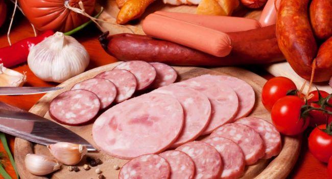 Непоправимый вред здоровью: медики сравнили колбасу с сигаретами и алкоголем