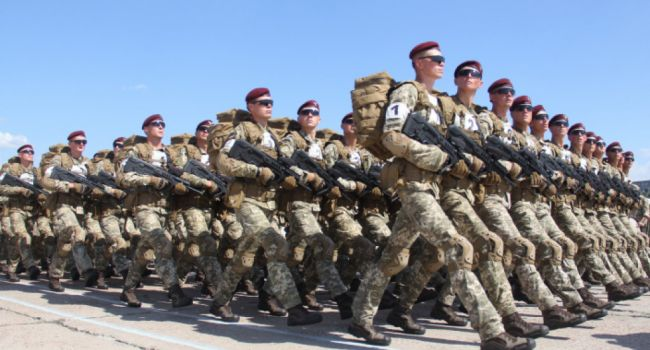 Власть одумалась: по указанию с Банковой идет репетиция военного парада на взлетке в Гостомеле